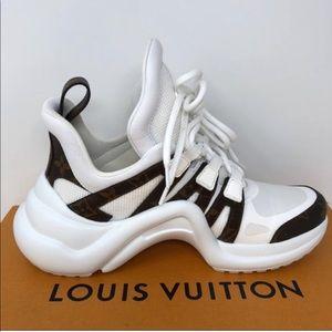 Stunning 100% AUTH Louis Vuitton Monogram Sneakers